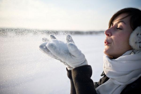 Da cosa dipende l'elevata inclinazione alla disidratazione e alla secchezza da parte della pelle nelle varie stagioni?